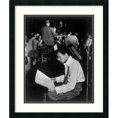 Amanti Art 'Frank Sinatra' by William P. Gottlieb Framed Photographic Print