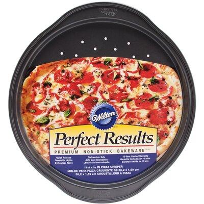 Perfect Pizza Crisper by Wilton
