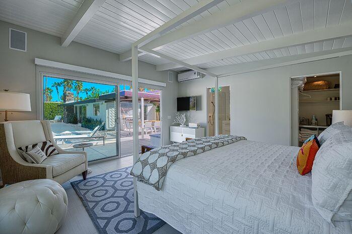Modern Bedroom photo by H3K Design