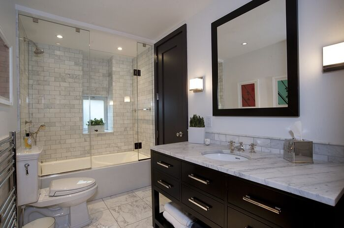 Contemporary Bathroom photo by Benjamin Cruz Designs
