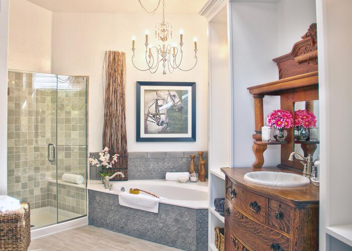 Traditional Bathroom photo by Daystar Design Lab